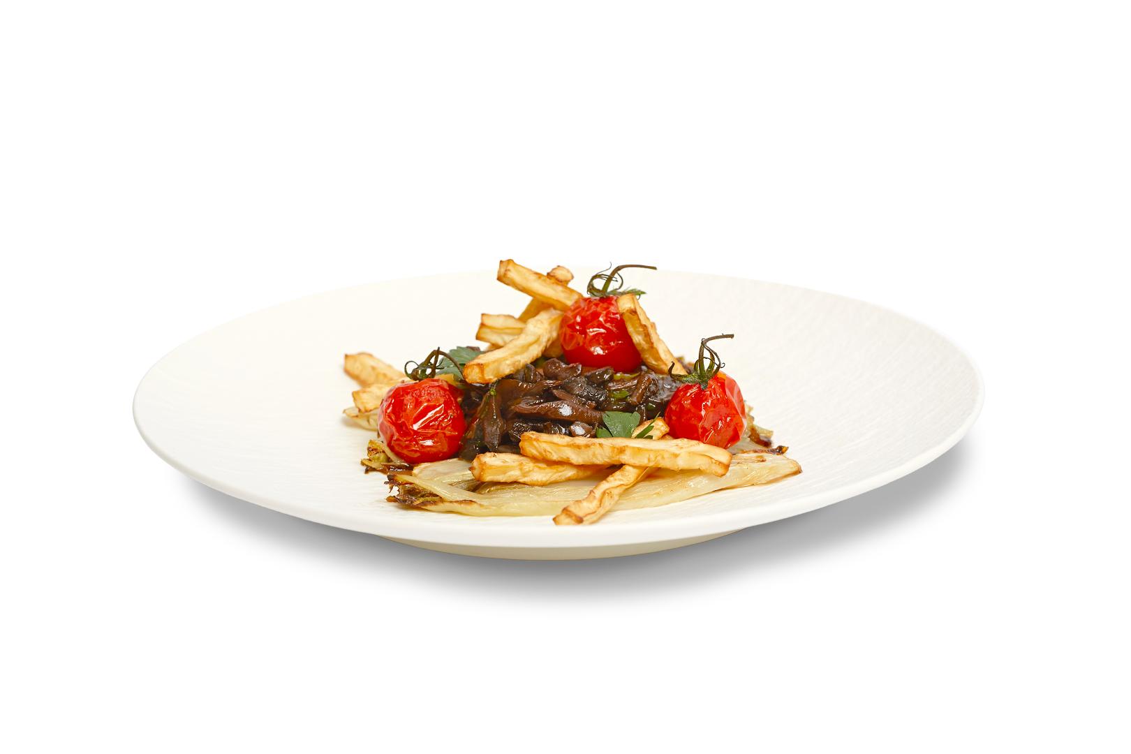 Knolselderij frieten geserveerd met een bospaddenstoelen stoofpotje
