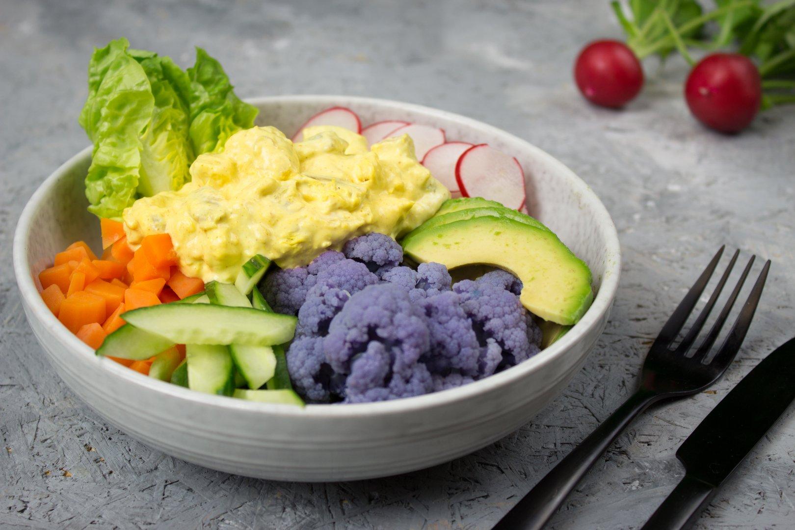Saladbowl met Kip Kerrie